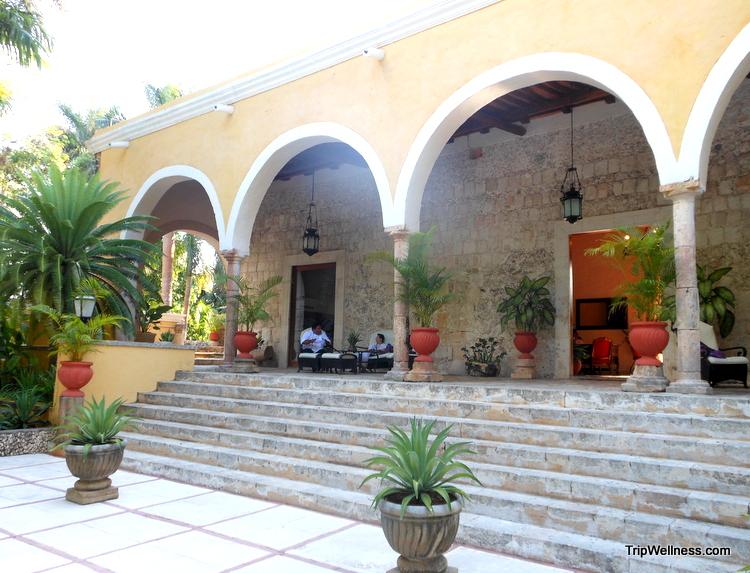 Hacienda Chichen Itza lobby