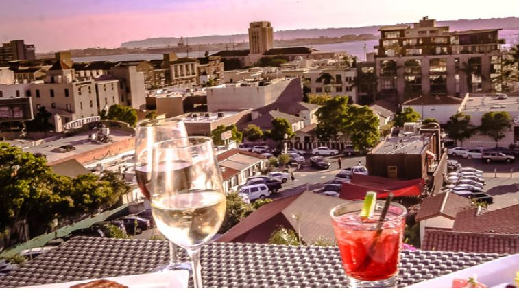 Glass Door, Little Italy, Porto Vista Hotel, trip wellness, what to see in San Diego