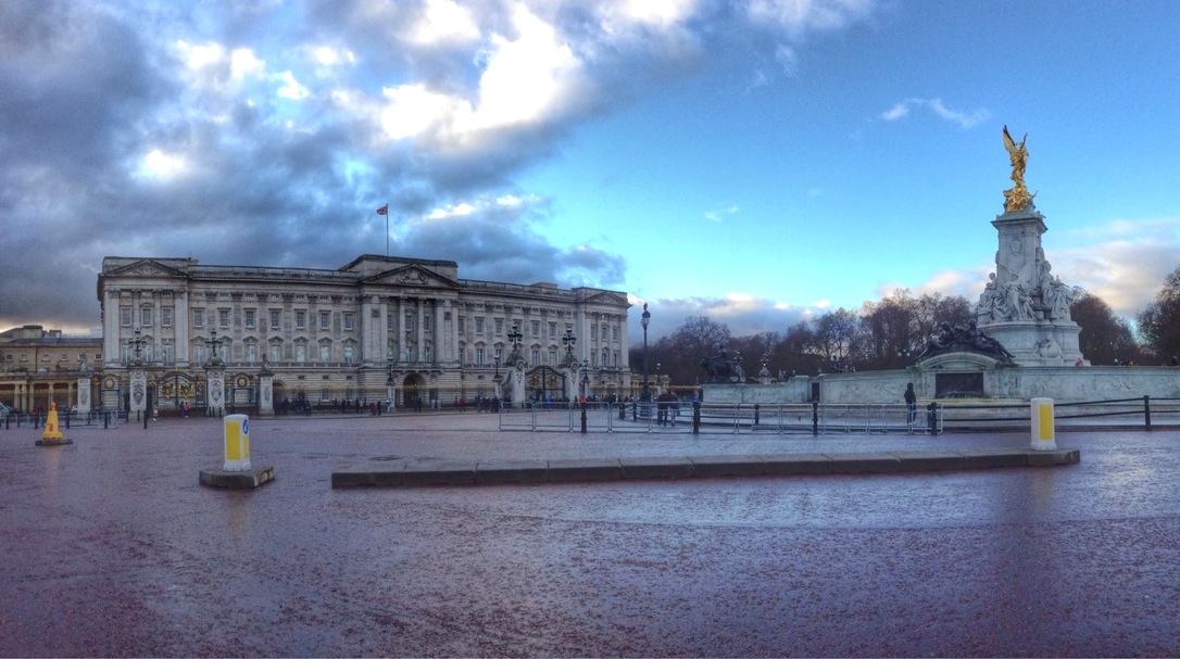 Buckingham Palace, Brittney Tierman, trip wellness, what to see in London