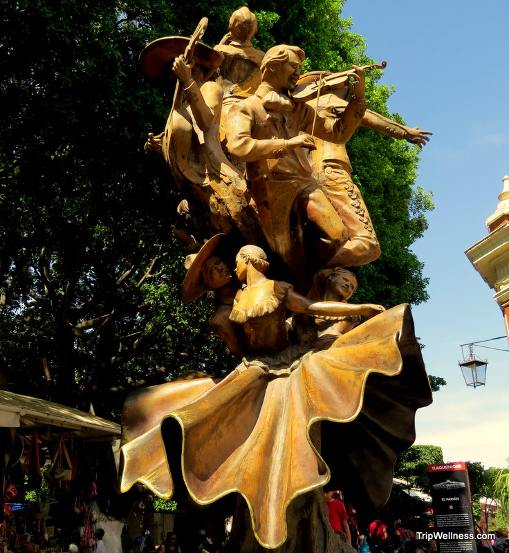 dancing sculpture, Guadalajara