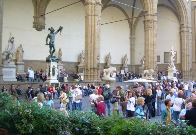 Piazza della Signoria in Florence, avoiding crowds, trip wellness