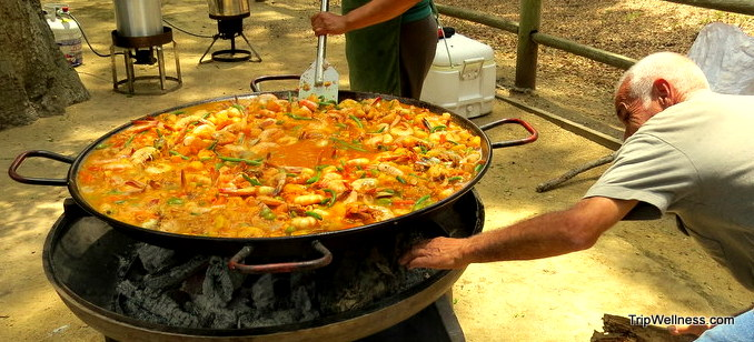 A Paella feast in Santa Barbara – The Sea Urchin Diver's Picnic