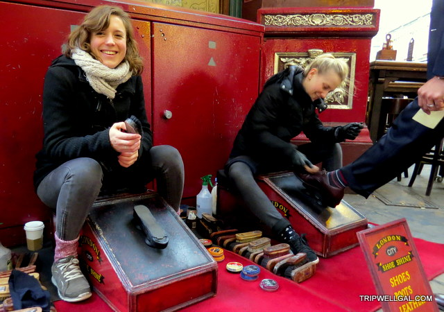 Shoe Shine girls in Leadenhall Market