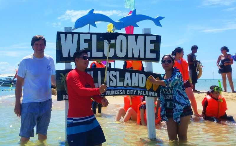 Crowd scene on Luli Island