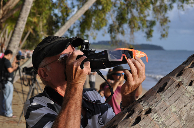 Eclipse photographer with filter