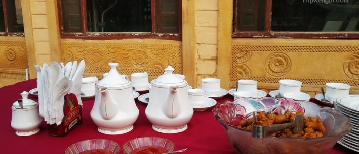 Welcoming chai and pakoras at Aunties